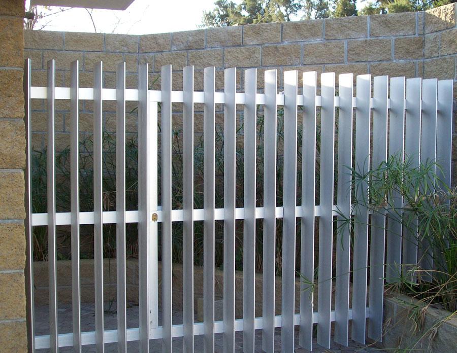 Metalister a granada todo tipo de instalaciones met licas for Rejas de jardin